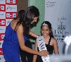 Sushmita Sen crowns the lucky 92.7 Radio  winner