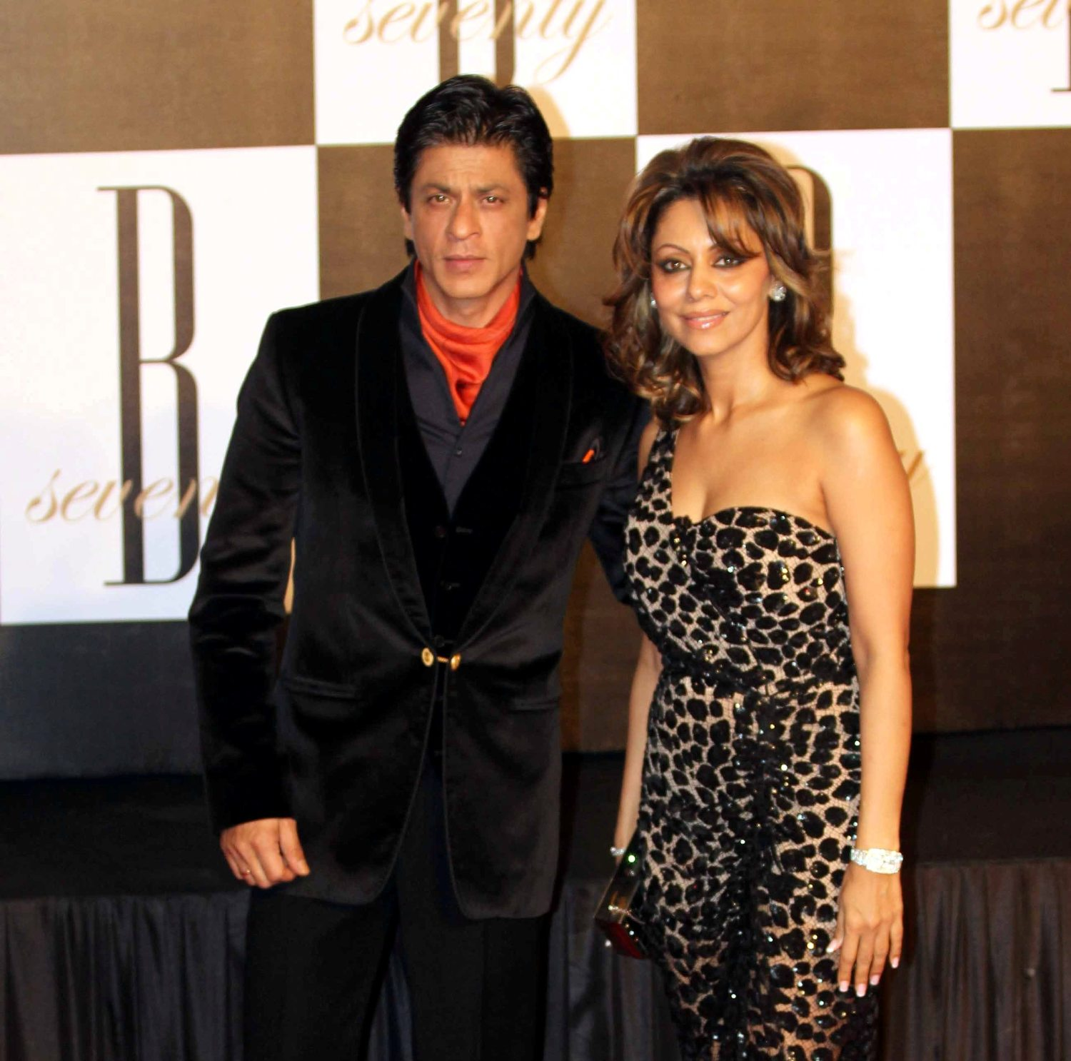 Shah Rukh Khan with wife Gauri Khan at 70h birthday party of Amitabh ...
