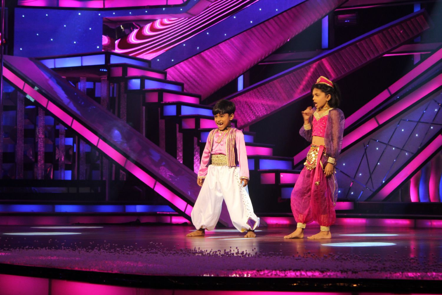 Tv-dance-reality-show-dance-india-dance-little-masters-sets--2