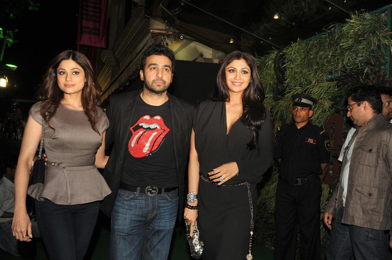 Shilpa Shetty w... Shilpa Shetty And Shamita Shetty And Sunil Shetty