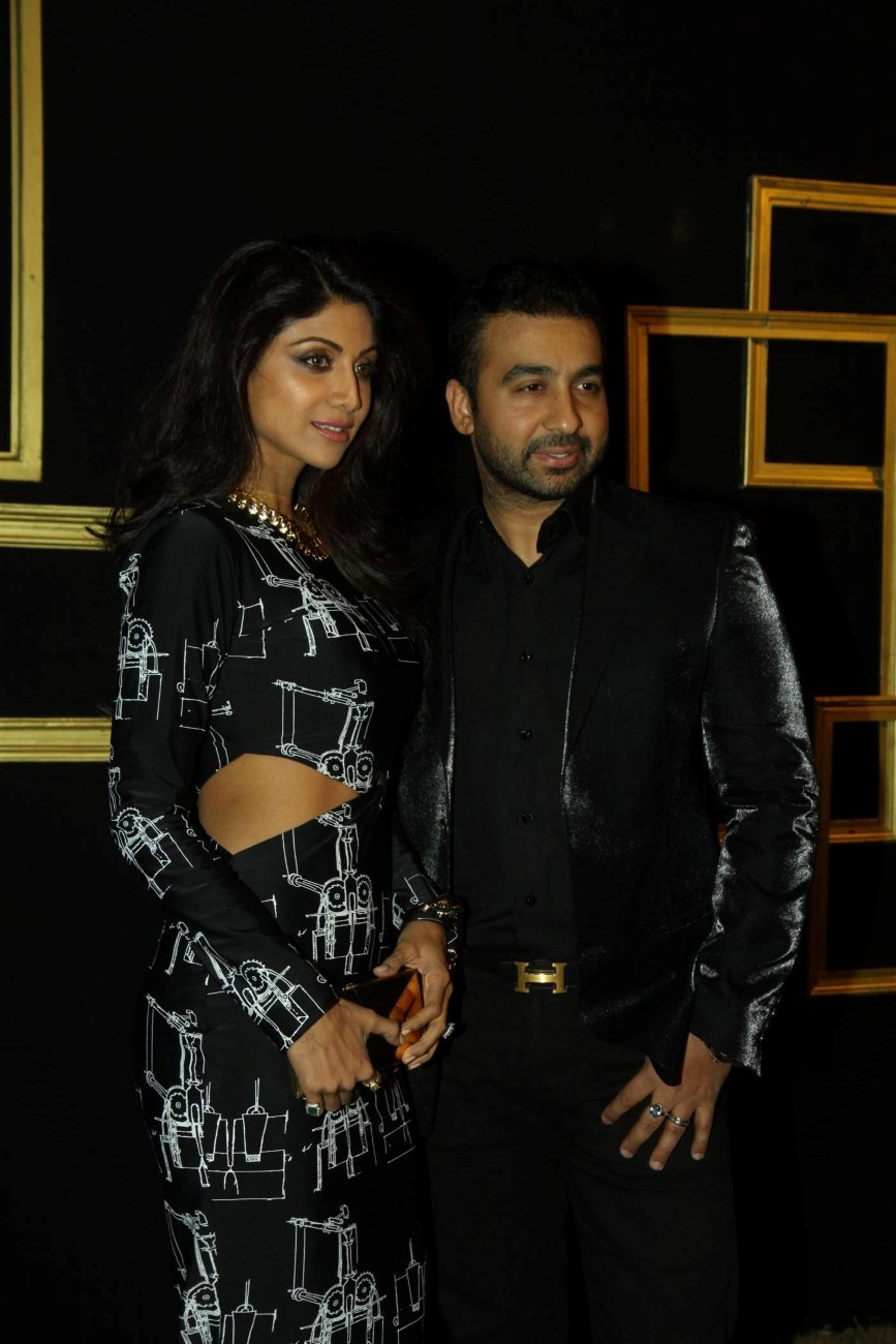Shilpa Shetty with husband Raj Kundra at Deepika Padukone ...