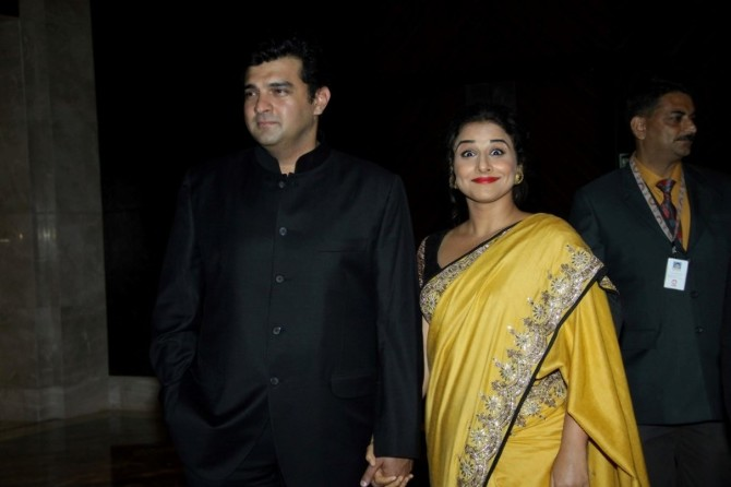 Vidya Balan with husband Siddharth Roy Kapur at Swades Foundation charity fundraiser show in Mumbai  2