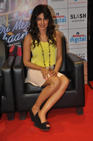 Priyanka Chopra at Reliance Digital Store to promote TERI MERI KAHAANI  4