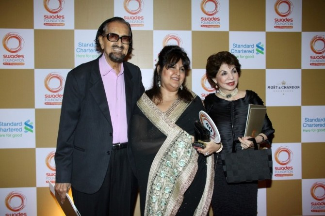 Alyque Padamsee with daughter Rael Padamsee  Sabira Merchant at Swades Foundation charity fundraiser show in Mumbai