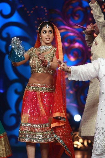 Actress Genelia DSouza dancing on shooting sets of dance reality show Nachle Ve at RK Studios in Mumbai  1