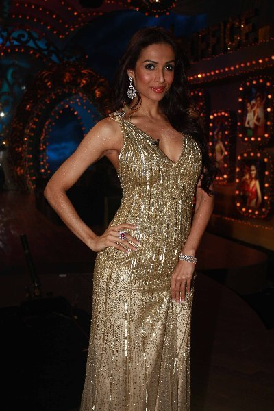 Malaika Arora Khan sizzling hot on shooting sets of dance reality show Nachle Ve at RK Studios in Mumbai  3