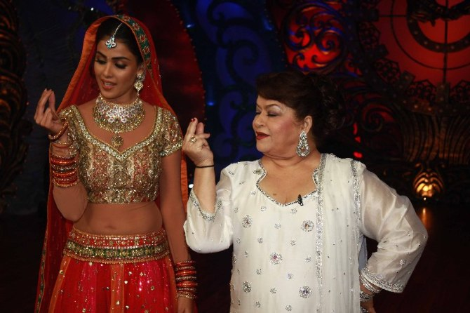 Genelia DSouza learning dance steps from Saroj Khan on shooting sets of Nachle Ve at RK Studios in Mumbai  2