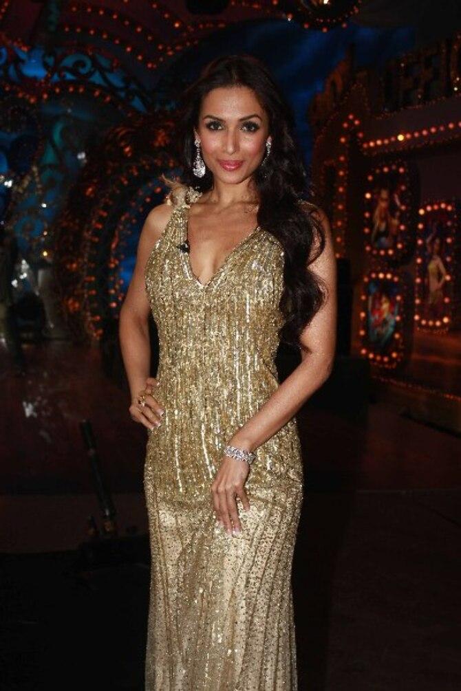 Malaika Arora Khan sizzling hot on shooting sets of dance reality show Nachle Ve at RK Studios in Mumbai  2