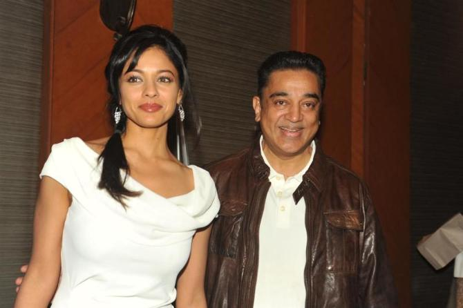 Kamal Haasan with Pooja Kumar at film VISHWAROOPPremiere tie up with VIDEOCON DTH announcing in Mumbai  8