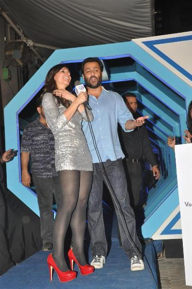 MTV VJ Ramona interviewing Abhishek Kapoor