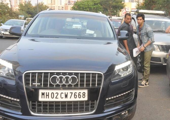 Varun Dhawan snapped with his Audi Q7 car in Malad during MAIN TERA HERO promotions  3