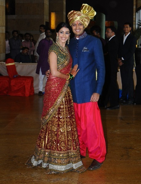 ritesh deshmukh with wife genelia at the wedding ceremony