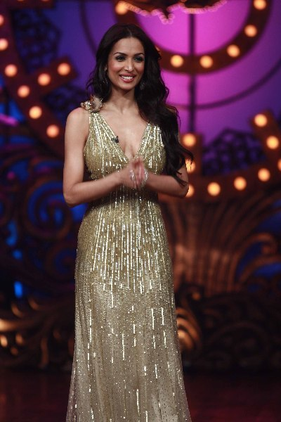 Malaika Arora Khan sizzling hot on shooting sets of dance reality show Nachle Ve at RK Studios in Mumbai  1