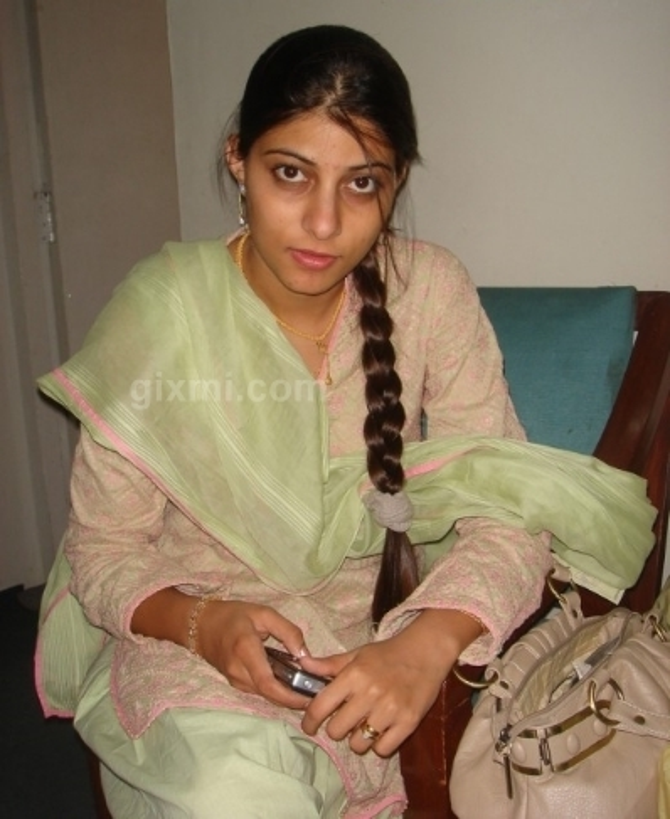 pakistani girls 520x693 001 1