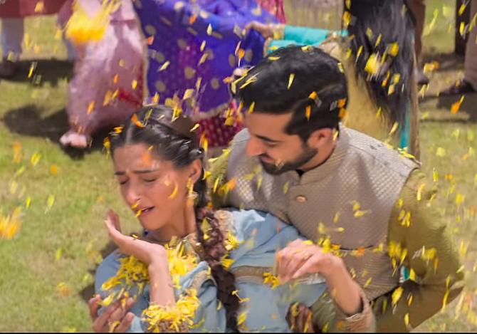 Sonam Kapoor starrer Ek Ladki Ko Dekha Toh Aisa Laga Hindi Movie photos  59
