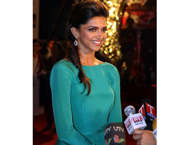 Deepika Padukone speaking to the media at 18th Annual Colors Screen Awards Photo