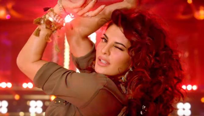 Jacqueline Fernandez and Sidharth Malhotra A Gentleman Movie Disco Disco Song Stills  2