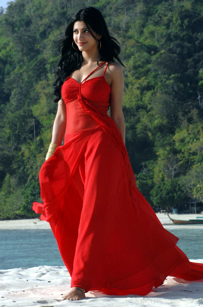 Shruti Haasan in 7 Aum Arivu