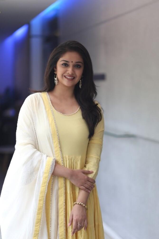 nadigaiyar thilagam movie photos-photo15