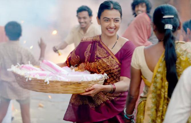 Radhika Apte   Akshay Kumar Padman Movie Stills  9