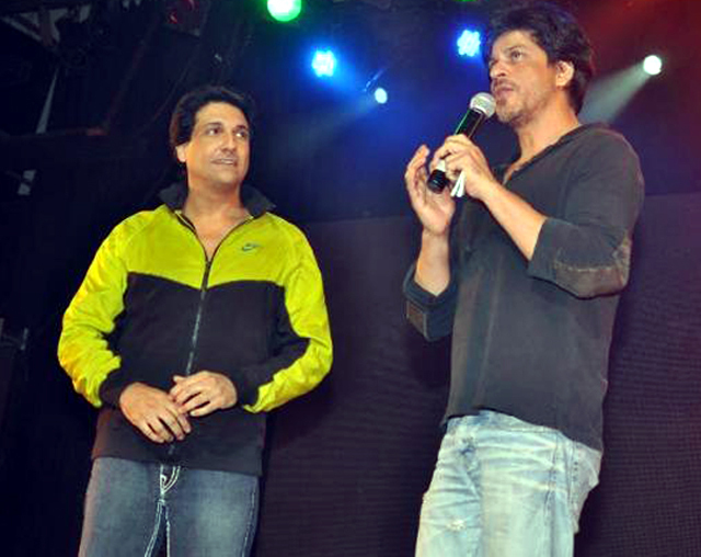 Shahrukh Khan with choreographer Shiamak Davar at Summer Funk 2012 event of Shiamak Davar in Mumbai Photo
