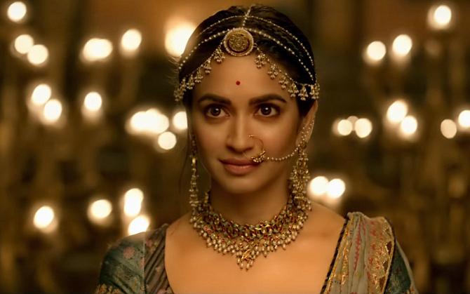 Kriti Kharbanda starrer Housefull 4  Movie Photos  3
