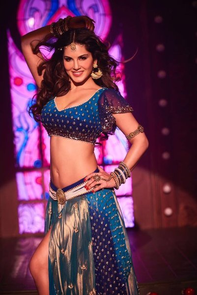 Sunny Leone Raees Movie Song Pic