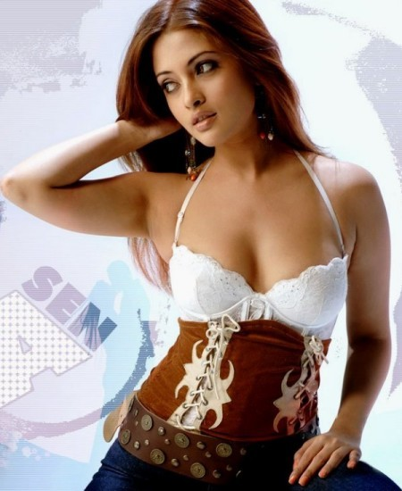 riya sen sexy bra photo