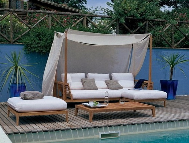 Romantic Outdoor Canopy Beds 14 : outdoor garden on Rediff Pages