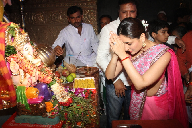 Kareena Kapoor Praying Ganpati Photo