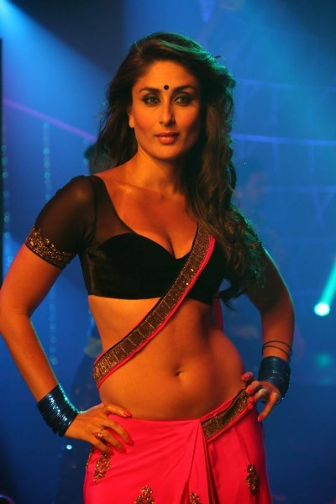 kareena kapoor hot navel show from movie heroine 5
