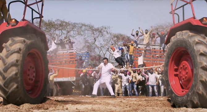 Sunny Deol starrer Yamla Pagla Deewana Phir Se Movie Photos  13