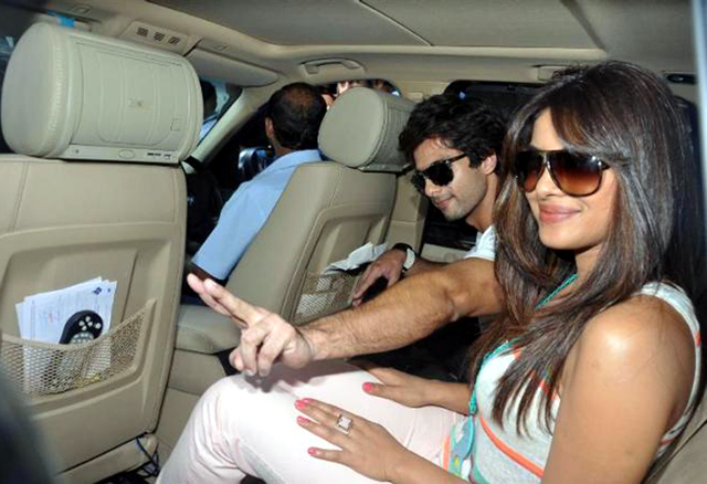 Shahid Kapoor with Priyanka getting inside the car outside Churchgate railway station in Mumbai Photo
