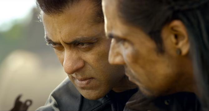 radhe hindi movie photos-photo12