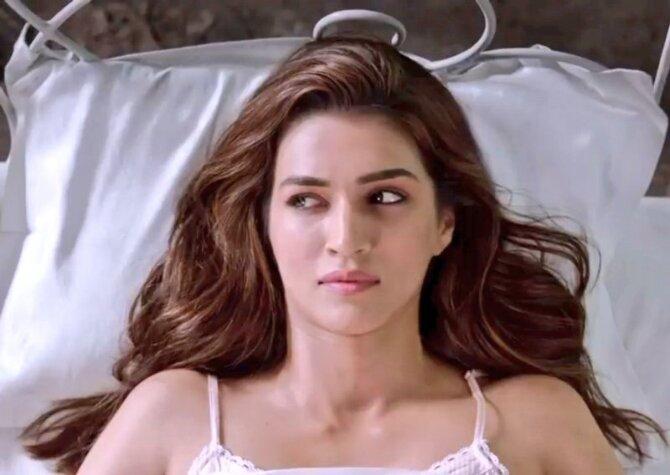Kriti Sanon Stree Movie Song Pics  3