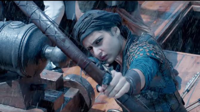 Fatima Sana Shaikh starrer Thugs Of Hindostan Movie Stills  7