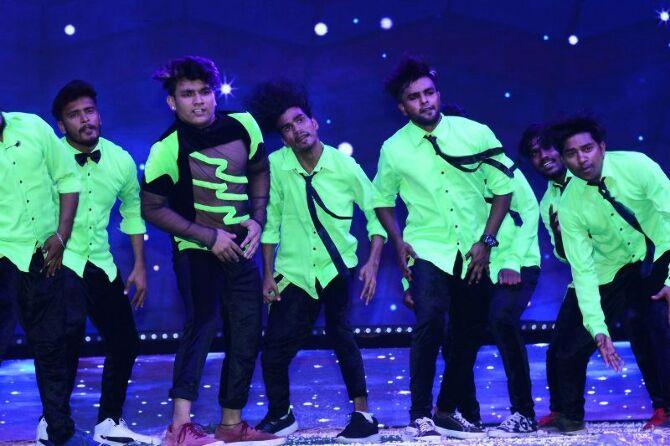 Mahesh Babu  Pooja Hedge  Allari Naresh starrer Maharshi Telugu Movie Event Pics  5