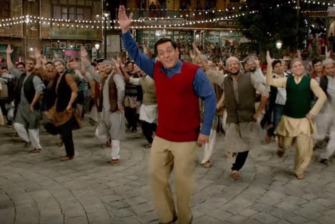 Salman Khan Tubelight Movie RADIO Song Pics  3