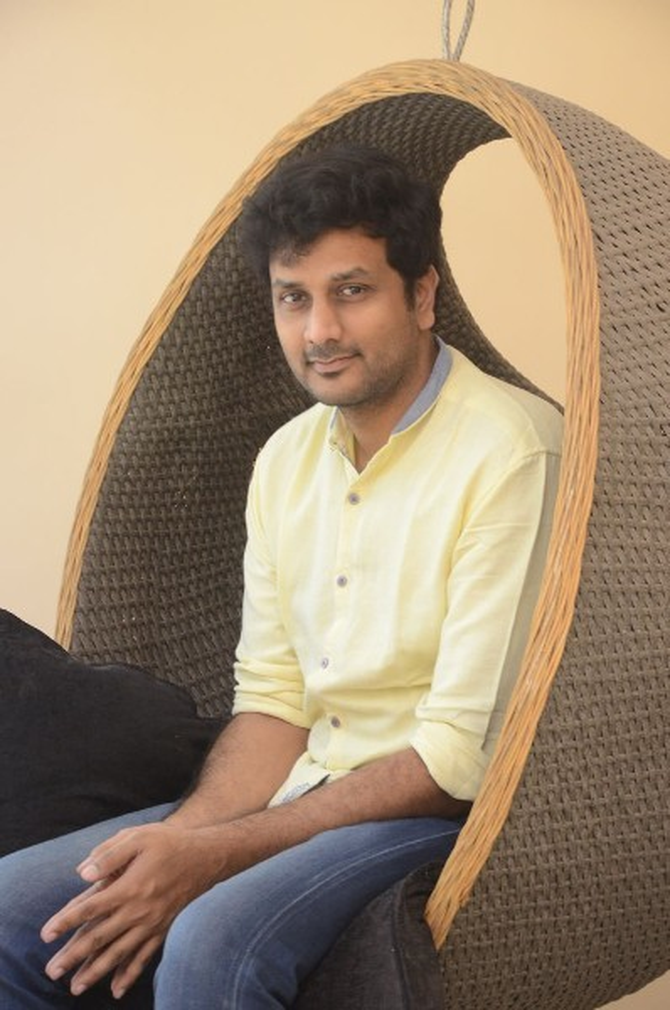 okka kshanam telugu movie photos-photo57