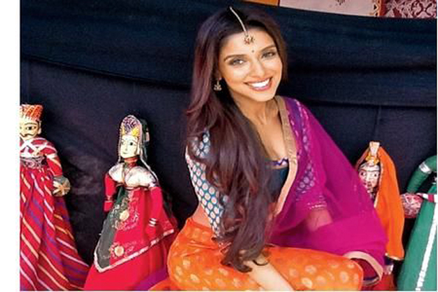 Asin in Movie Bol Bachchan Photo