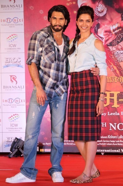 Deepika Padukone with Ranveer Singh at film RAM LEELA promotions at Infiniti Mall in Mumbai