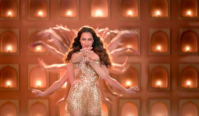 Sonakshi Sinha Special Appearance for Total Dhamaal Hindi Movie Photos  42