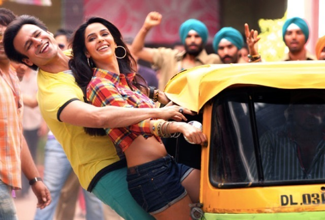 Mallika Sherawat and Vivek Oberoi in Kismet Love Paisa Dilli Song Pic