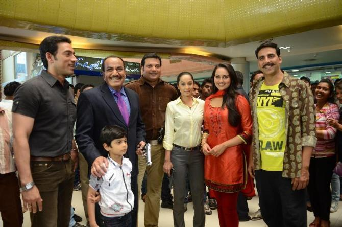 Hrishikesh Pandey Shivaji Satam Daya Ansha Sayeed Sonakshi Sinha Akshay Kumar at the shoot integration of CID with film Rowdy Rathore in Mumbai Photo