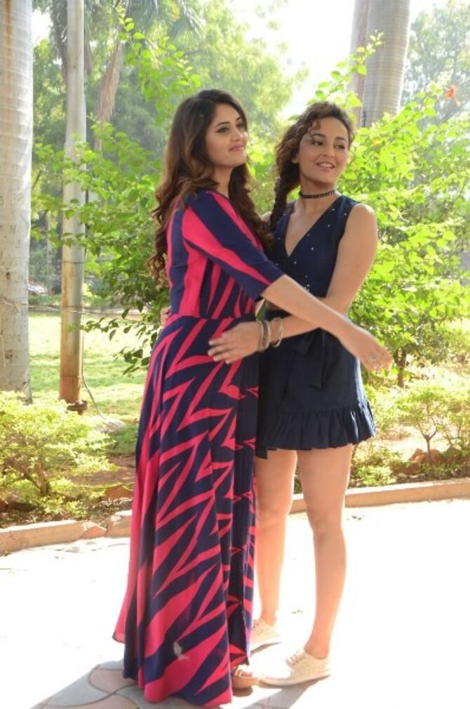 okka kshanam telugu movie photos-photo90